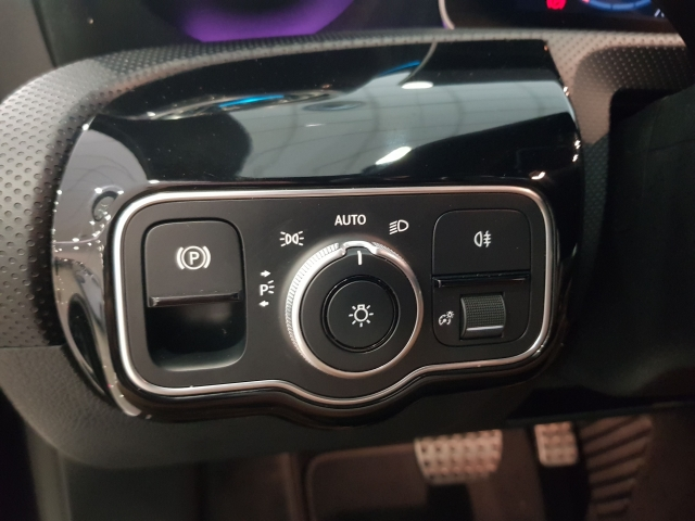 MERCEDES BENZ CLASE A A 200 d for sale in Malaga - Image 13