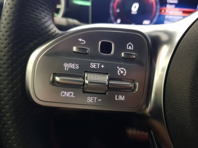 MERCEDES BENZ CLASE A A 200 d for sale in Malaga - Image 14