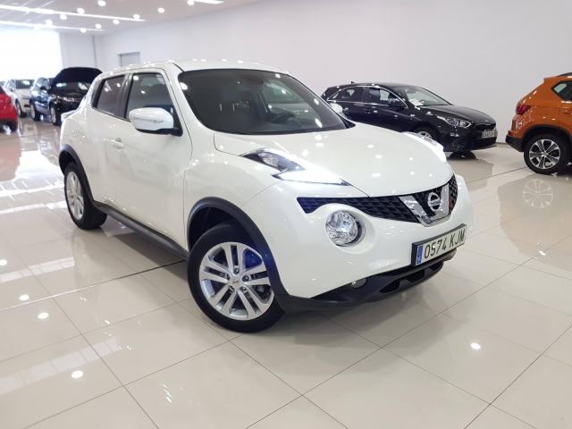 NISSAN JUKE  1.2 NCONNECTA 4X2 5p. for sale in Malaga - Image 1