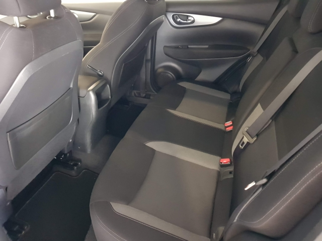 NISSAN QASHQAI  1.5dCi NCONNECTA 4x2 5p. for sale in Malaga - Image 6