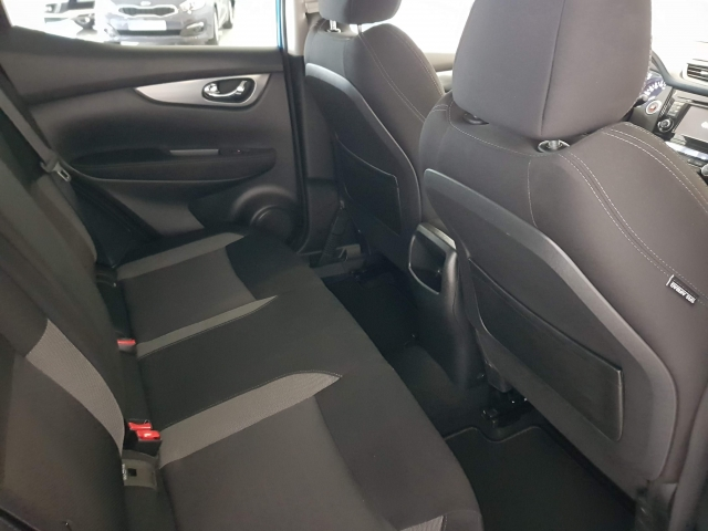 NISSAN QASHQAI  1.5dCi NCONNECTA 4x2 5p. for sale in Malaga - Image 7