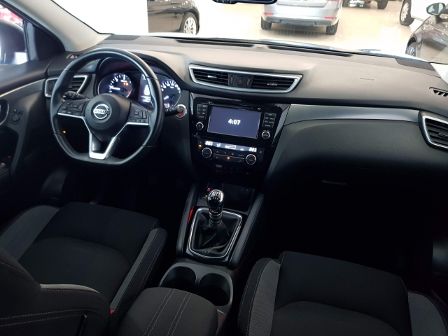 NISSAN QASHQAI  1.5dCi NCONNECTA 4x2 5p. for sale in Malaga - Image 8