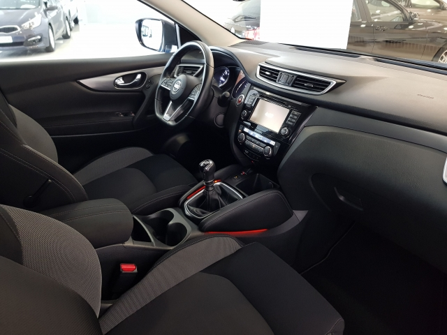 NISSAN QASHQAI  1.5dCi NCONNECTA 4x2 5p. for sale in Malaga - Image 9
