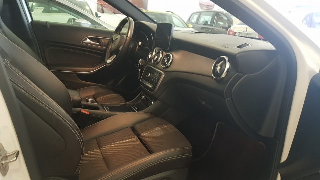 MERCEDES BENZ GLA200D  7G-DCT  for sale in Malaga - Image 6