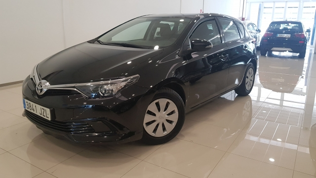 TOYOTA AURIS  1.4 90D Business 5p. for sale in Malaga - Image 1