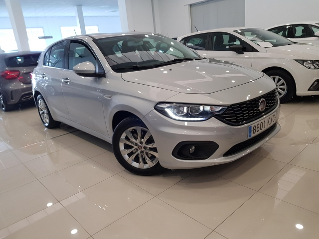 FIAT TIPO  1.4 16v Lounge 70kW 95CV gasolina SW 5p. for sale in Malaga - Image 1