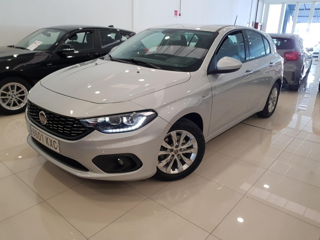 FIAT TIPO  1.4 16v Lounge 70kW 95CV gasolina SW 5p. for sale in Malaga - Image 2