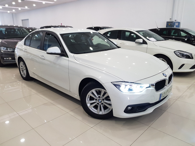 BMW SERIE 3  318d 4p. for sale in Malaga - Image 1