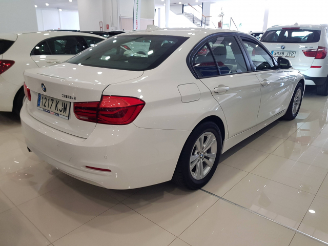 BMW SERIE 3  318d 4p. for sale in Malaga - Image 4