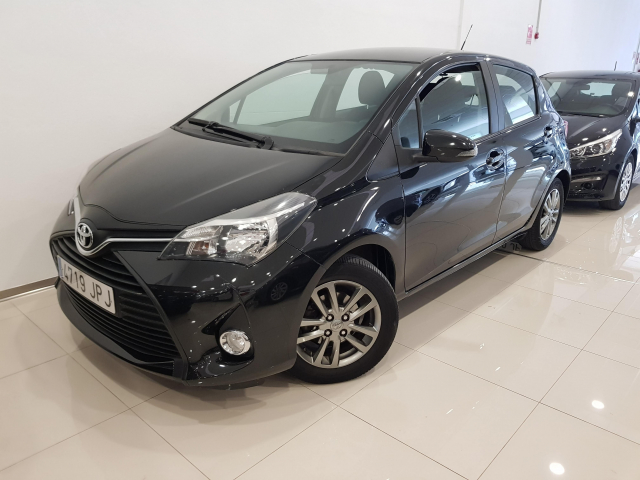 TOYOTA YARIS  1.0 70 City 5p. for sale in Malaga - Image 2