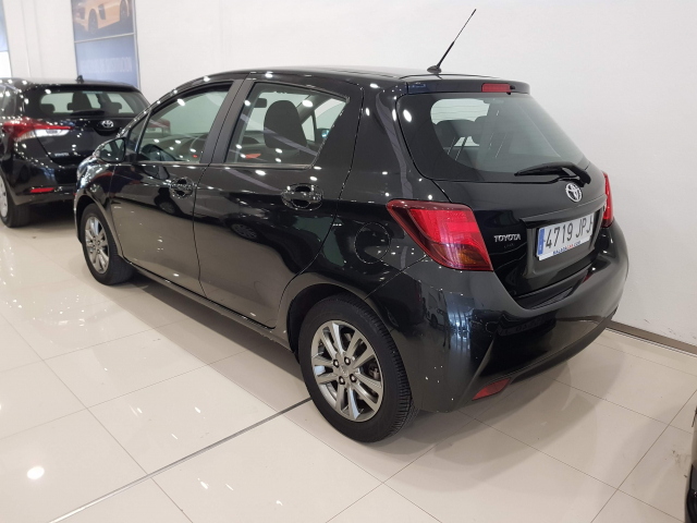 TOYOTA YARIS  1.0 70 City 5p. for sale in Malaga - Image 3