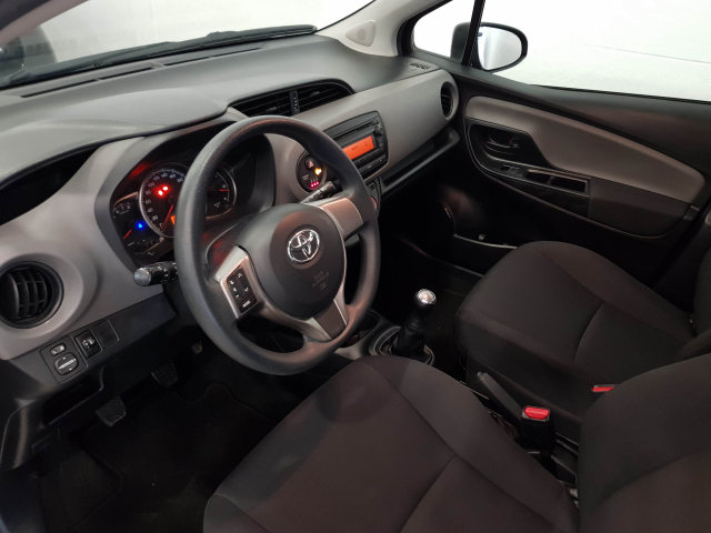 TOYOTA YARIS  1.0 70 City 5p. for sale in Malaga - Image 9