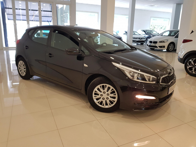 KIA CEED  1.4 CVVT 100cv Concept 5p. for sale in Malaga - Image 1