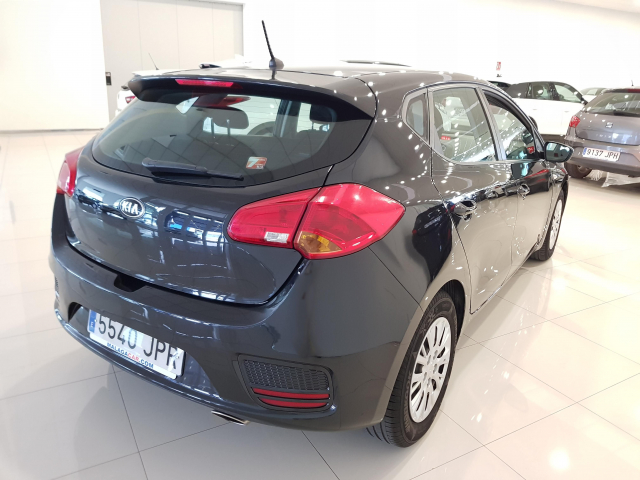 KIA CEED  1.4 CVVT 100cv Concept 5p. for sale in Malaga - Image 4