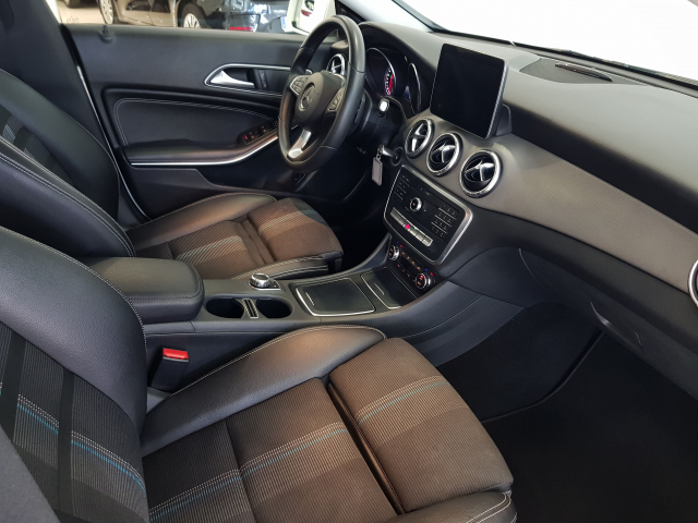 MERCEDES BENZ Clase CLA CLA 200 CDI for sale in Malaga - Image 8