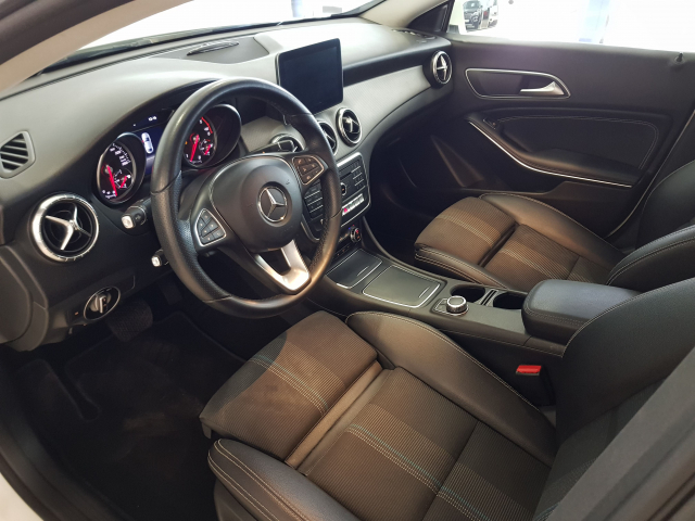MERCEDES BENZ Clase CLA CLA 200 CDI for sale in Malaga - Image 9