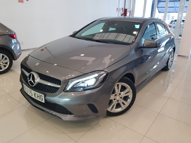 MERCEDES BENZ CLASE A A 200 CDI Urban 5p. for sale in Malaga - Image 2