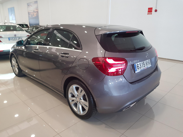 MERCEDES BENZ CLASE A A 200 CDI Urban 5p. for sale in Malaga - Image 4