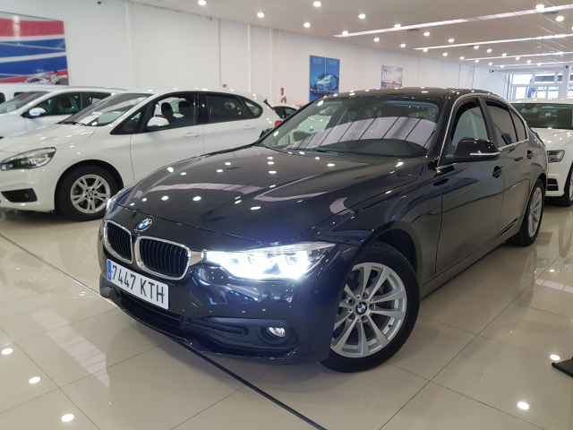 BMW SERIE  3 318d  5p. for sale in Malaga - Image 2