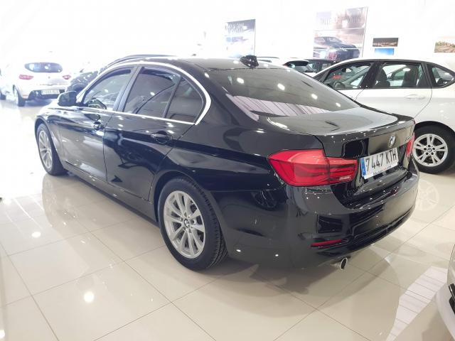 BMW SERIE  3 318d  5p. de ocasión en Málaga - Foto 3