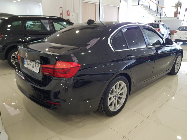 BMW SERIE  3 318d  5p. for sale in Malaga - Image 4