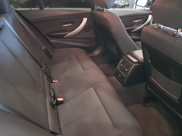 BMW SERIE  3 318d  5p. de ocasión en Málaga - Foto 6