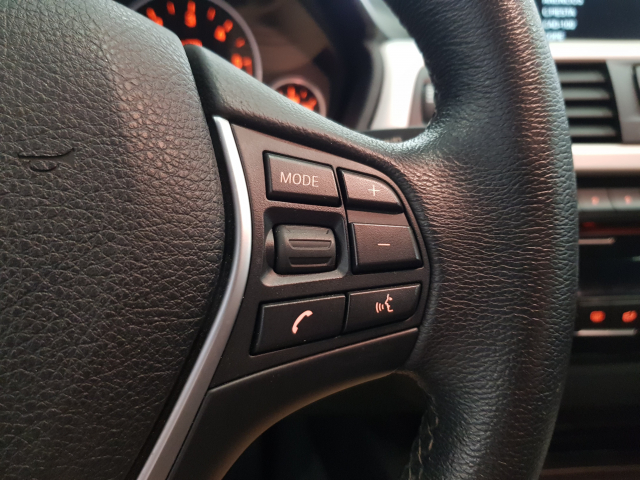 BMW SERIE  3 318d  5p. de ocasión en Málaga - Foto 13