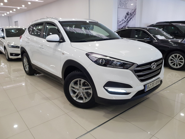 HYUNDAI TUCSON  1.7 CRDi 115cv BlueDrive Klass 4x2 5p. for sale in Malaga - Image 1