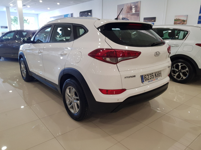 HYUNDAI TUCSON  1.7 CRDi 115cv BlueDrive Klass 4x2 5p. for sale in Malaga - Image 3