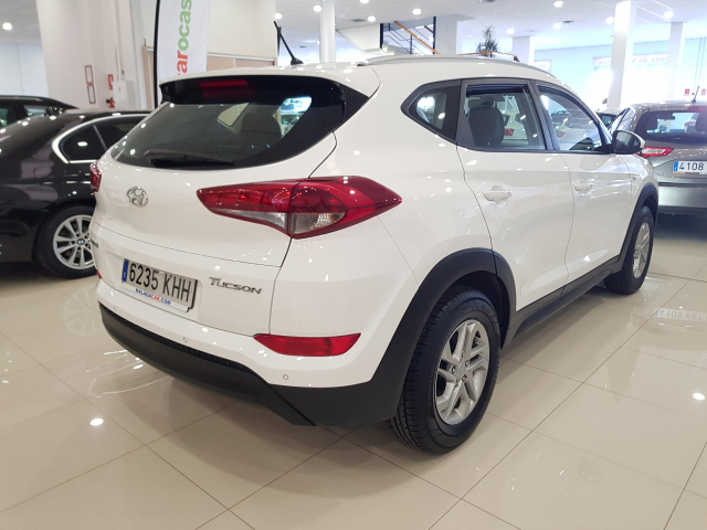 HYUNDAI TUCSON  1.7 CRDi 115cv BlueDrive Klass 4x2 5p. for sale in Malaga - Image 4