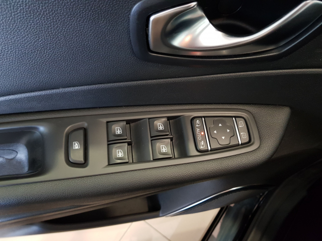 RENAULT CAPTUR  Zen  TCe 90 eco2 Euro 6 5p. for sale in Malaga - Image 10