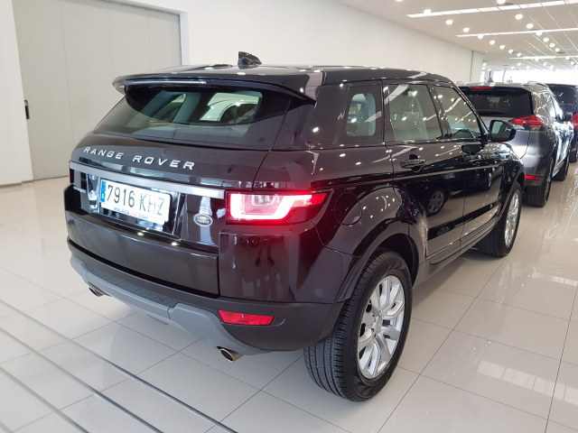 LAND-ROVER RANGE ROVER EVOQUE  2.0L TD4 Diesel 150CV 4x4 SE 5p. for sale in Malaga - Image 5