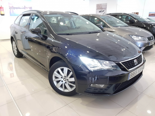SEAT LEON León ST 1.2 TSI 81kW 110CV StSp Reference plus5p. for sale in Malaga - Image 1