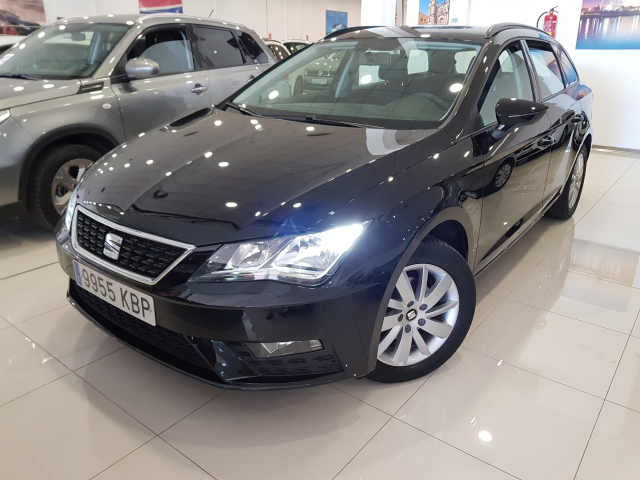 SEAT LEON León ST 1.2 TSI 81kW 110CV StSp Reference plus5p. for sale in Malaga - Image 2