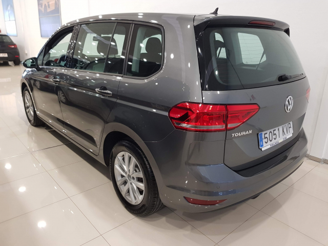 VOLKSWAGEN TOURAN  Edition 1.6 TDI CR 115CV BMT 5p. for sale in Malaga - Image 3