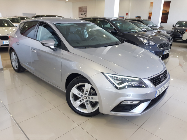 SEAT LEON León 1.5 TSI 110kW 150CV ACT StSp FR 5p. for sale in Malaga - Image 1