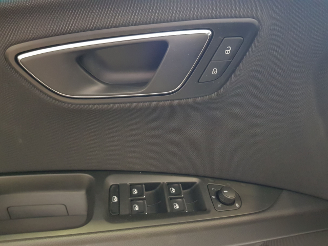 SEAT LEON León 1.5 TSI 110kW 150CV ACT StSp FR 5p. for sale in Malaga - Image 10