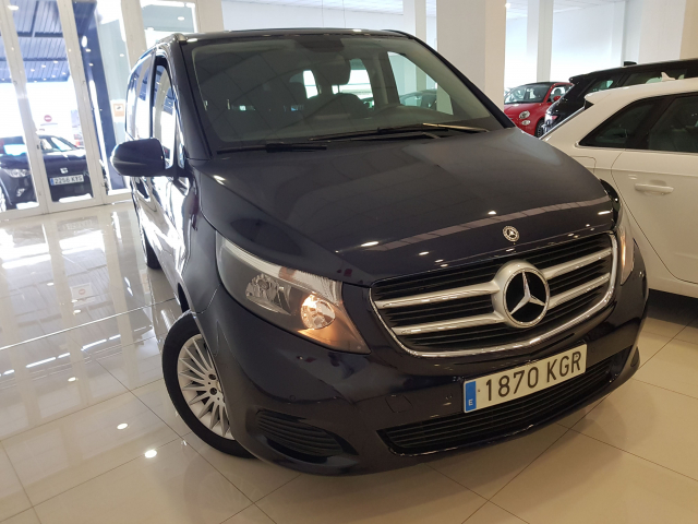 MERCEDES BENZ CLASE  V 200 CDI AUT  for sale in Malaga - Image 1