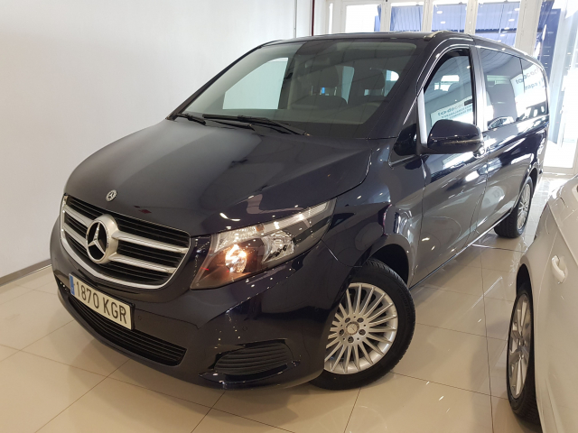 MERCEDES BENZ CLASE  V 200 CDI AUT  for sale in Malaga - Image 2