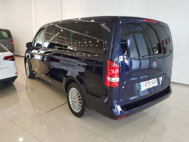 MERCEDES BENZ CLASE  V 200 CDI AUT  for sale in Malaga - Image 3