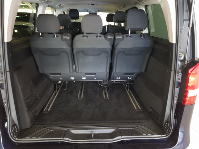 MERCEDES BENZ CLASE  V 200 CDI AUT  for sale in Malaga - Image 5