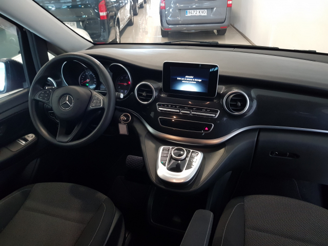 MERCEDES BENZ CLASE  V 200 CDI AUT  for sale in Malaga - Image 8