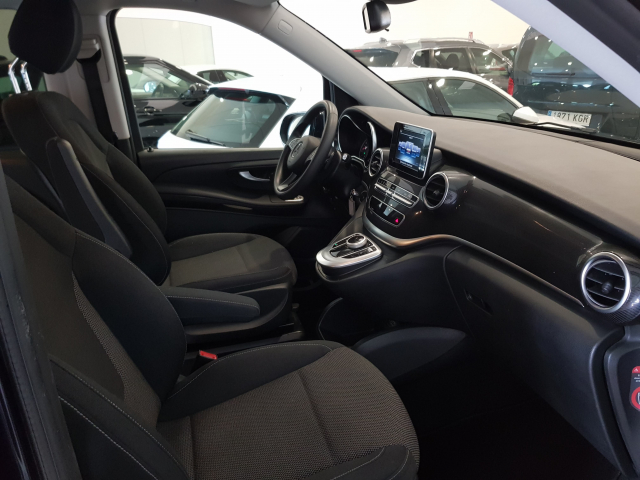 MERCEDES BENZ CLASE  V 200 CDI AUT  for sale in Malaga - Image 9