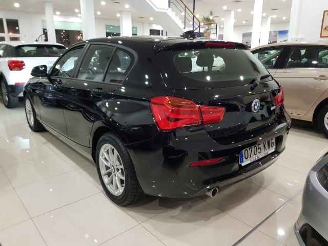 BMW SERIE 1  118i 5p. for sale in Malaga - Image 3