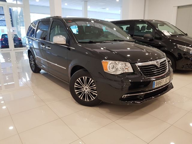LANCIA VOYAGER  2.8 CRD SILVER 5p. for sale in Malaga - Image 1