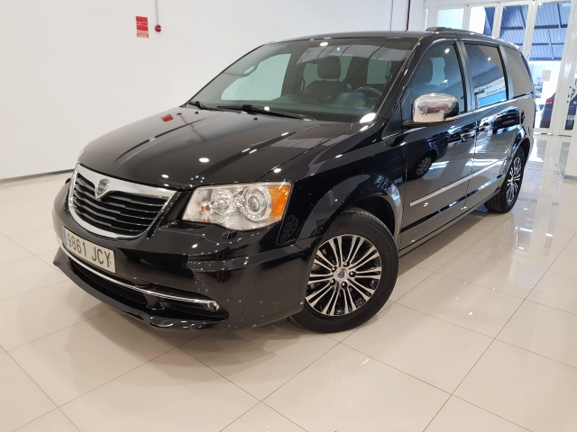 LANCIA VOYAGER  2.8 CRD SILVER 5p. for sale in Malaga - Image 2