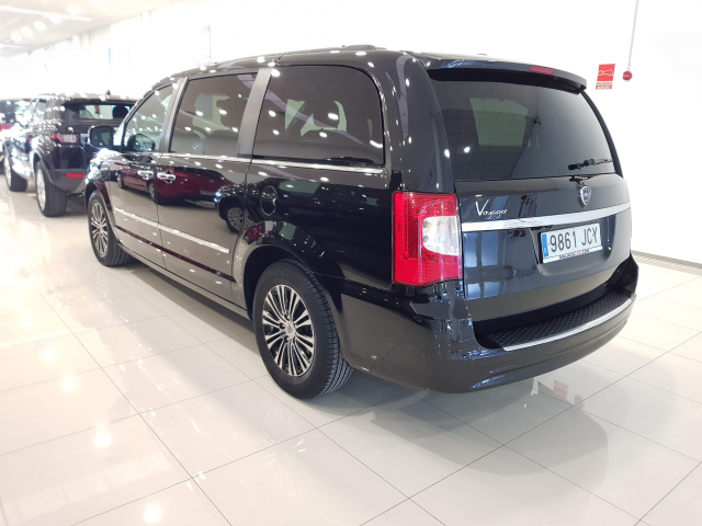 LANCIA VOYAGER  2.8 CRD SILVER 5p. for sale in Malaga - Image 3