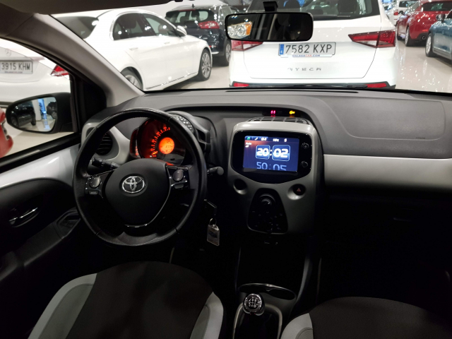 TOYOTA AYGO  1.0 70 xplay 5p. for sale in Malaga - Image 7