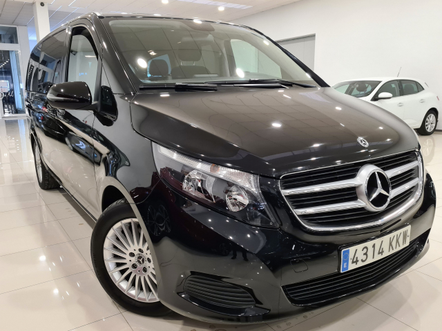 MERCEDES BENZ CLASE V 220d Largo for sale in Malaga - Image 3