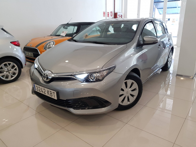 TOYOTA AURIS  1.4 90D Business 5p. for sale in Malaga - Image 2
